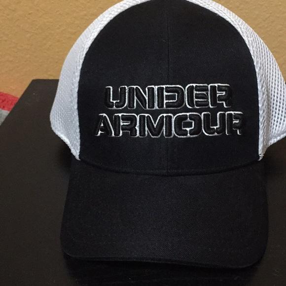 b422eb3671c Under Armour heat gear Boys hat.